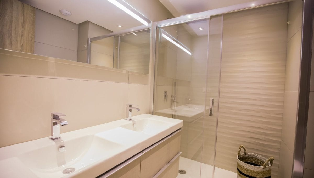 B10_ROYAL_BANUS_Marbella-Bathroom_J74A3738
