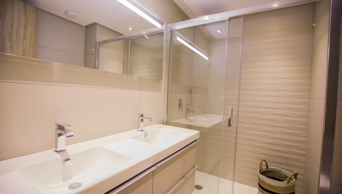 B10_ROYAL_BANUS_Marbella-Bathroom_J74A3738